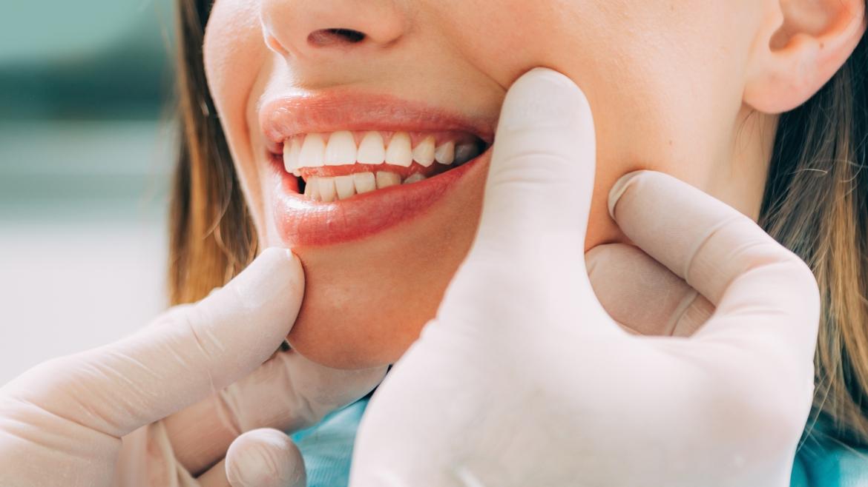 Zahnerhaltung/ <br>Parodontitis-<br>behandlung